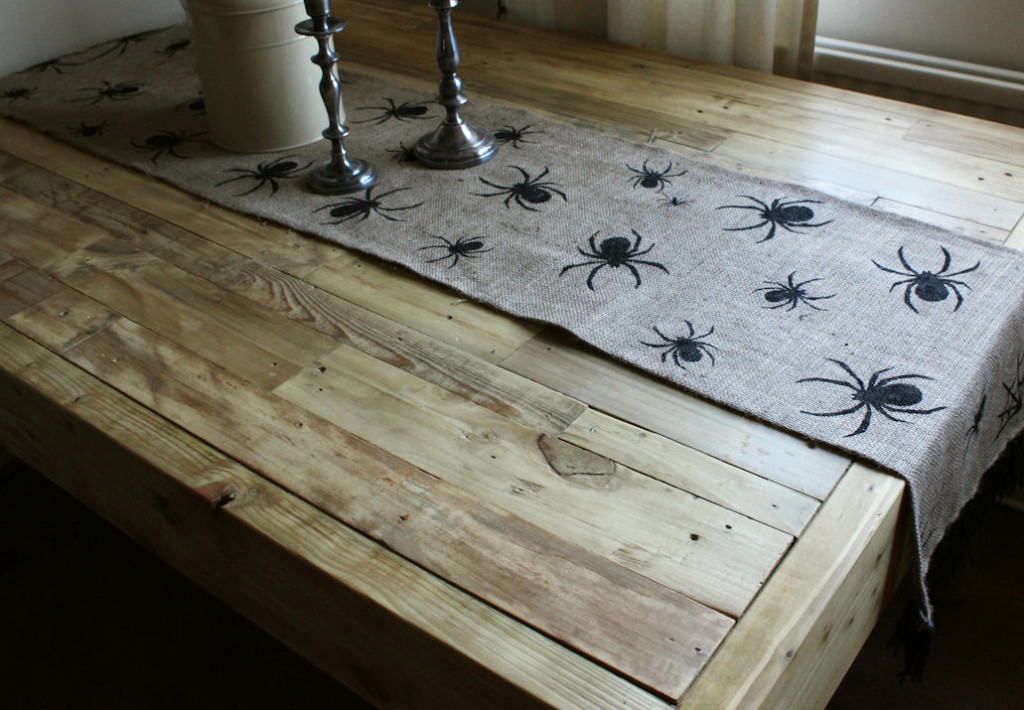 Up-cycled Pallet Table Making 05