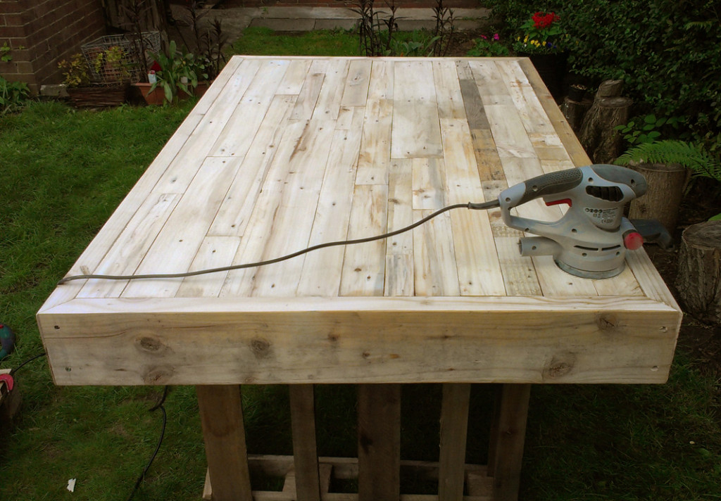 Up-cycled Pallet Table Making 02
